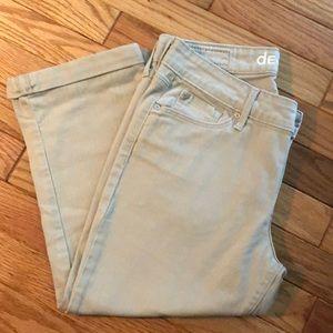 Levi's Tan Capri Pants